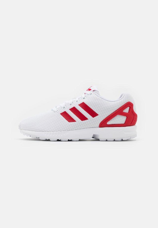 ZX FLUX UNISEX - Sneakers basse - footwear white/scarlet