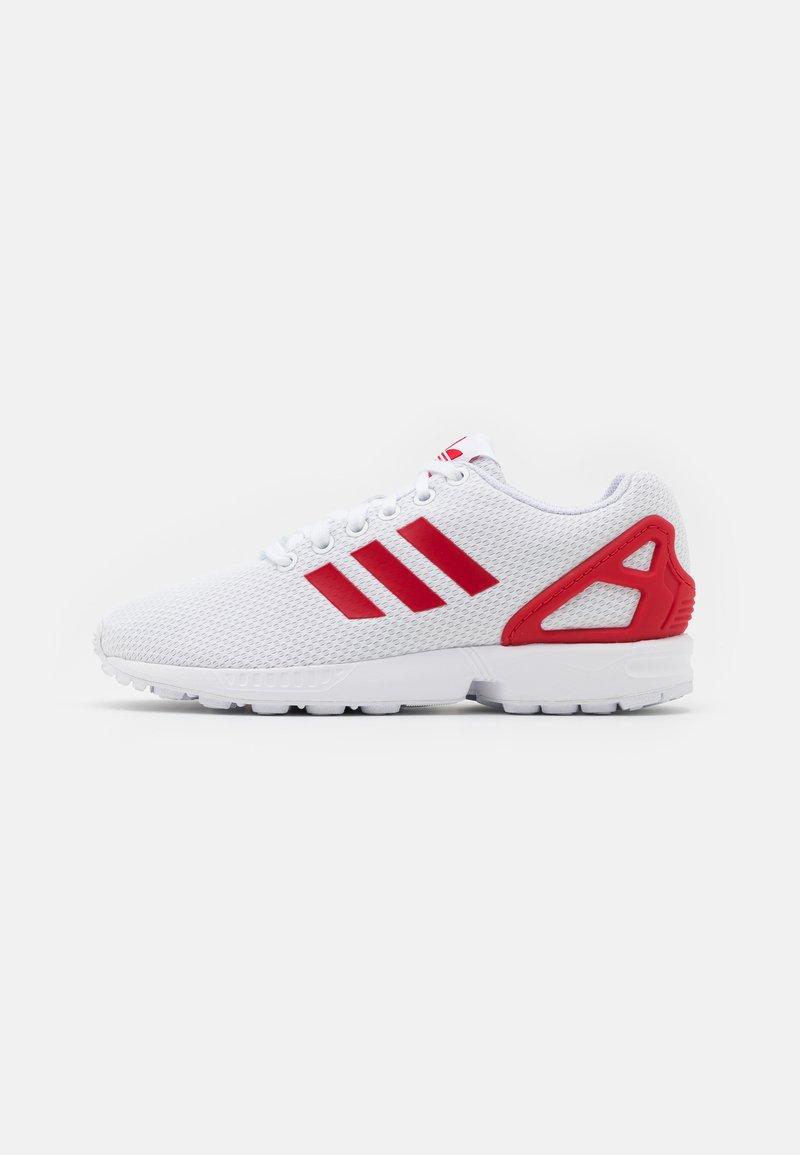 adidas Originals - ZX FLUX UNISEX - Matalavartiset tennarit - footwear white/scarlet