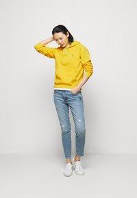 Polo Ralph Lauren - FEATHERWEIGHT - Felpa con cappuccio - university yellow - 1
