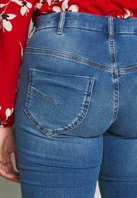 Zizzi - LONG SANNA - Slim fit jeans - light blue denim - 4
