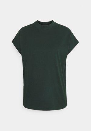PRIME - T-shirts - bottle green