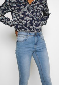 Noisy May - NMJEN  SHAPER - Jeans Skinny Fit - light blue denim - 4