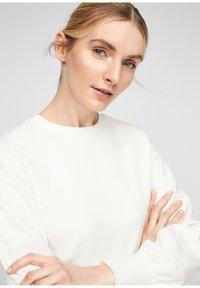 Q/S designed by - Sweatshirt - soft white - 2