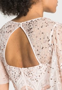 Adrianna Papell - BEADED FLUTTER DRESS - Cocktail dress / Party dress - pale pink - 4