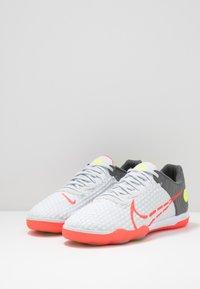 Nike Performance - REACTGATO  - Indoor football boots - white/bright crimson/cool grey - 2
