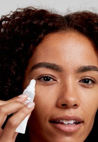 Pai Skincare - SYSTEM D SCHISANDRA & CERAMIDE COOLING EYE SERUM - Eyecare - - - 2