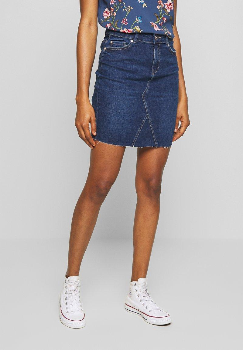 ONLY - ONLFAN SKIRT RAW EDGE - Denim skirt - medium blue denim