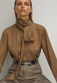 Massimo Dutti - WITH TIE DETAIL - Blouse - brown - 3