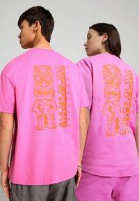 Napapijri - S-HAENA - Print T-shirt - pink super - 2