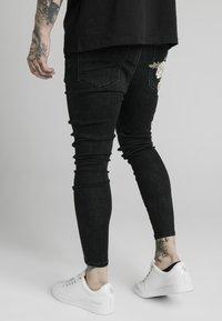 SIKSILK - DROP CROTCH PLEATED APPLIQUÉ - Slim fit jeans - black - 2