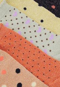 Pieces - PCSEBBY 5 PACK - Socks - black - 1