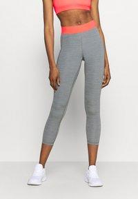 Nike Performance - 7/8 FEMME - Leggings - smoke grey heather/bright mango/white - 0