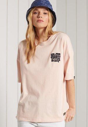 MILITARY - T-shirt print - almond buff
