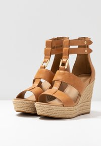 UGG - KOLFAX - Sandalen met hoge hak - almond - 4