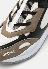 F_WD - Baskets basses - taupe/black/white - 5