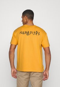 Napapijri The Tribe - YOIK UNISEX - Print T-shirt - yellow solar - 2