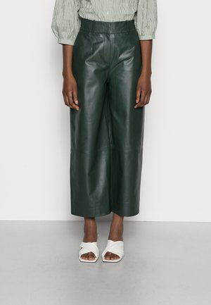 LILA - Pantalon en cuir - iris leaf