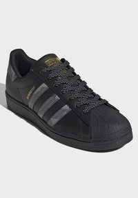 adidas Originals - SUPERSTAR SHOES - Trainers - black - 2