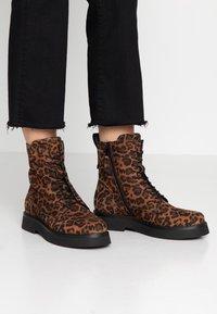 MJUS - Kotníkové boty na platformě - sella - 0