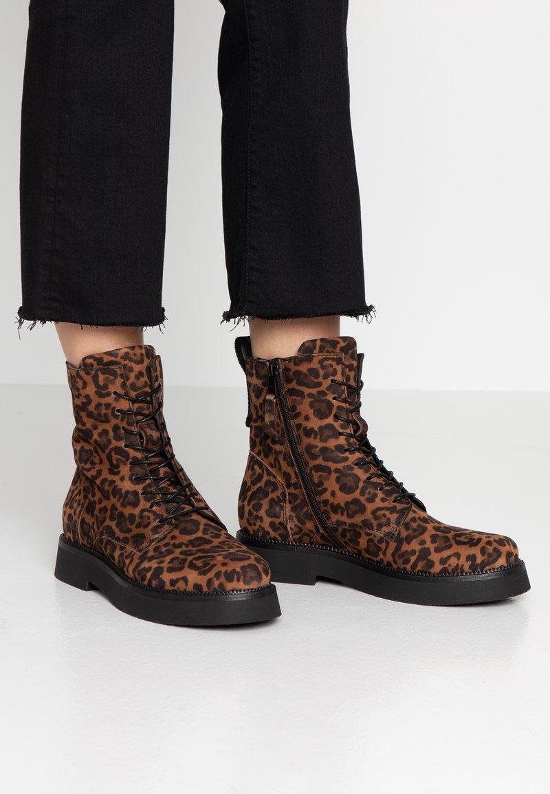 MJUS - Kotníkové boty na platformě - sella