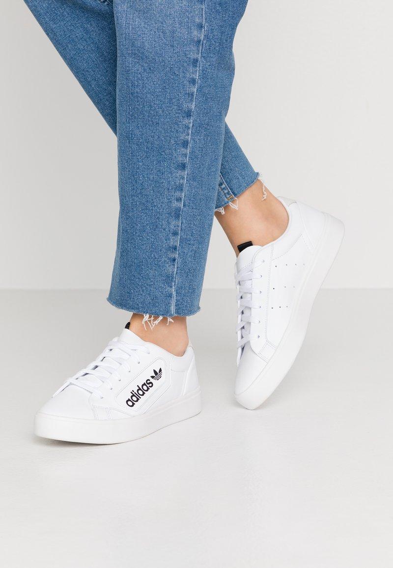 adidas Originals - SLEEK - Joggesko - footwear white/crystal white/core black