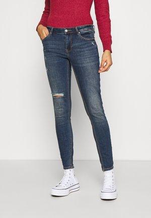 VMLYDIA SKINNY - Jeans Skinny Fit - medium blue denim