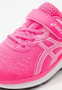 ASICS - PRE EXCITE 7 - Zapatillas de running neutras - hot pink/white - 2