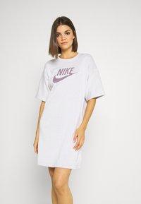 Nike Sportswear - DRESS - Vapaa-ajan mekko - platinum tint - 0
