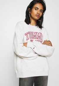 Tommy Jeans - COLLEGIATE LOGO CREW - Sweater - silver grey - 3