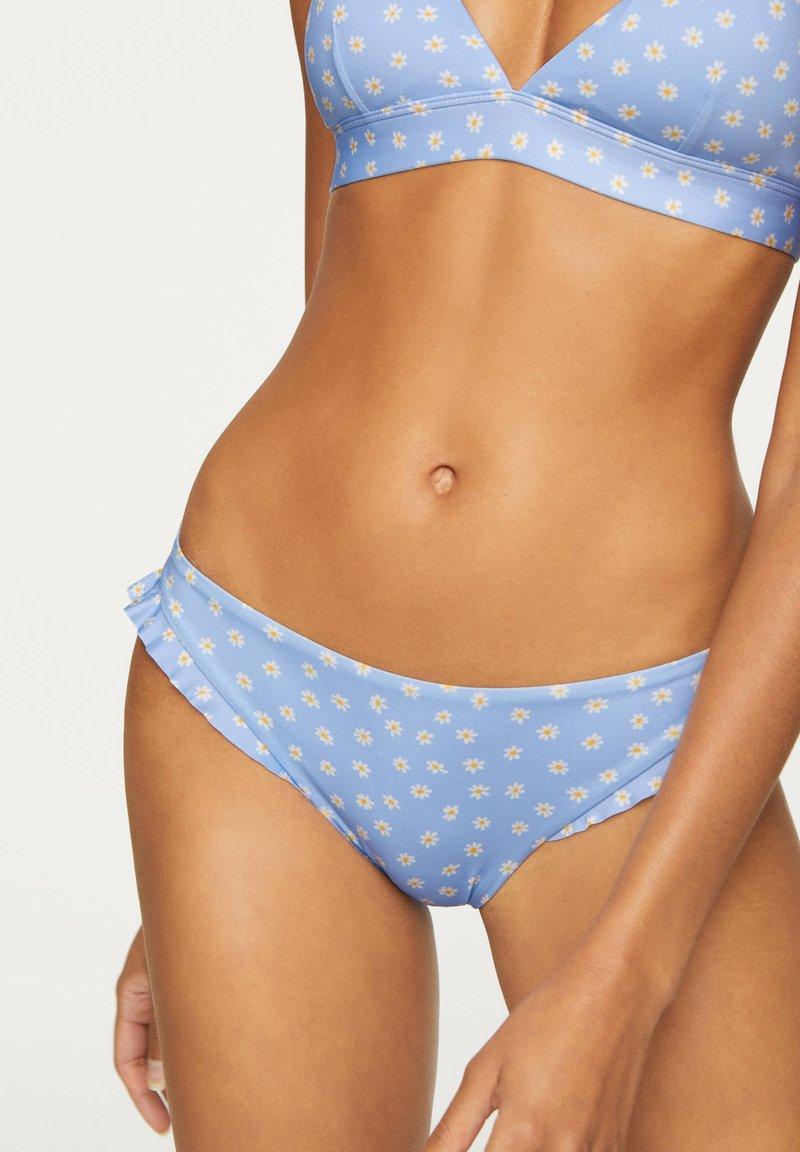 OYSHO - FLORAL CLASSIC BIKINI BRIEFS - Bikiniunderdel - light blue