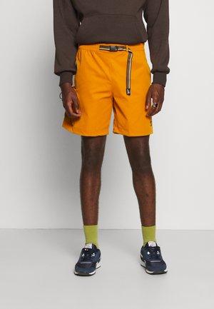 CAMPING - Shorts - radiant ochre