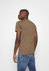 Replay - 2 PACK  - Basic T-shirt - light orange/brown - 2