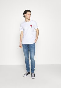 YOURTURN - T-shirt con stampa - white - 1