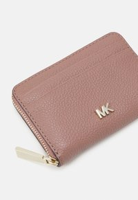 MICHAEL Michael Kors - MOTTZA COIN CARD CASE - Peněženka - dark fawn - 3
