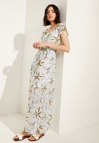 comma casual identity - MIT TUNNELZUG - Maxi dress - white flowers & dots - 3