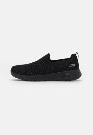 GO WALK MAX - Zapatillas para caminar - black