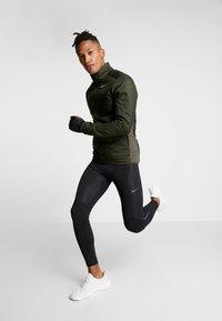 Nike Performance - AROLYR - Träningsjacka - sequoia/grey fog/silver - 1