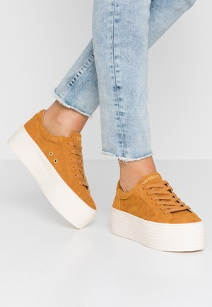SPICE - Trainers - safran