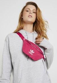 adidas Originals - WAISTBAG - Vyölaukku - pink - 1
