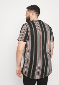 Johnny Bigg - DENTON STRIPE LONGLINE TEE - Print T-shirt - khaki - 2