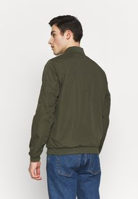 Jack & Jones - JERUSH - Bomberjacks - forest night - 2
