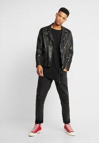 Urban Classics - T-shirt med print - black - 1
