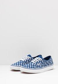 Vans - AUTHENTIC - Sneakersy niskie - true blue/true white - 2