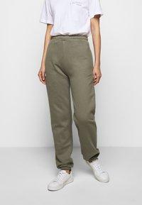 Mykke Hofmann - PINE COSWE - Trousers - light dust green - 0