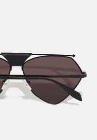 Alexander McQueen - UNISEX - Sunglasses - black/grey - 2