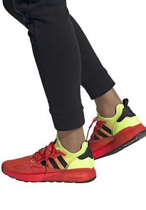 ZX 2K BOOST - Sneakersy niskie - red/yellow/orange