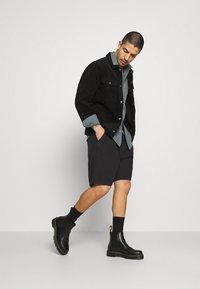 Carhartt WIP - CLOVER LANE - Shorts - black - 1