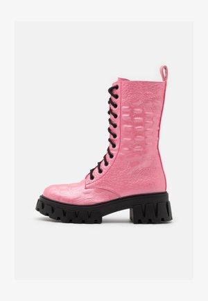 VEGAN FONTAINE - Platform boots - pink