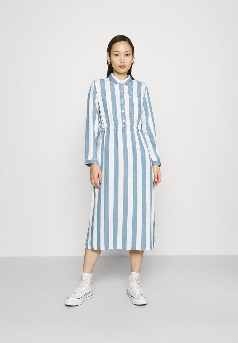 Lee - WORKER DRESS - Shirt dress - dawn blue