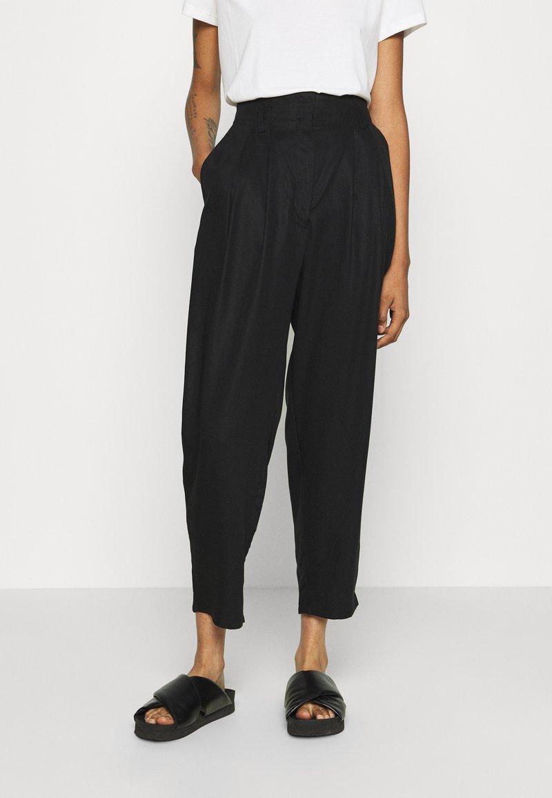 Monki - SADIE TROUSERS - Trousers - black dark test for store